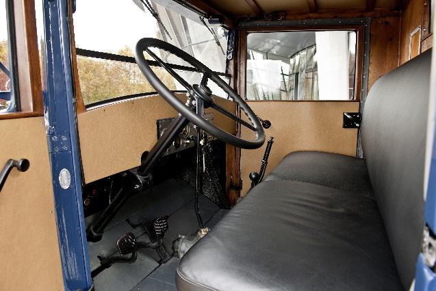 Interior de una cabina años 30