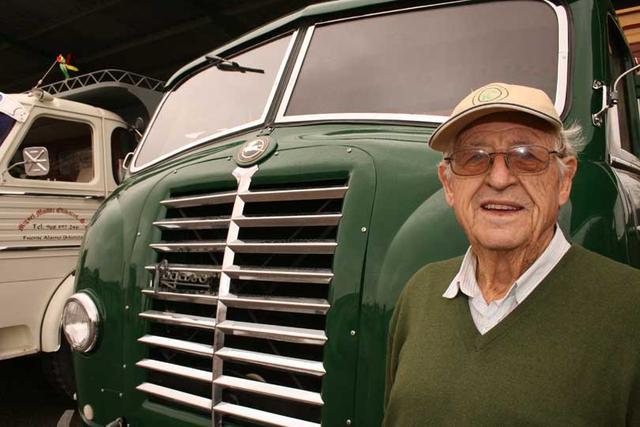 Miguel nos explicó como fue aprender a conducir camiones con un Mofletes en 1955.