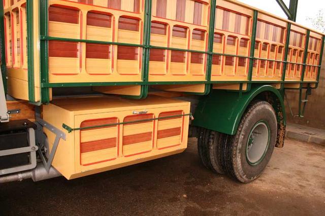 La carrocería se realizaba en madera, de modo artesanal.