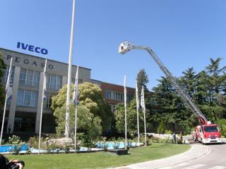La presentación de la nueva escala de bomberos articulada se llevó a cabo en la factoria Pegaso.