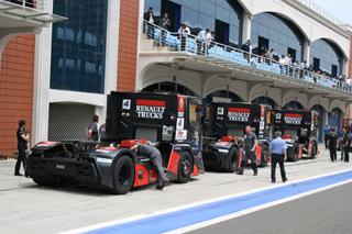 Los Renault Premium Corse del team MKR.