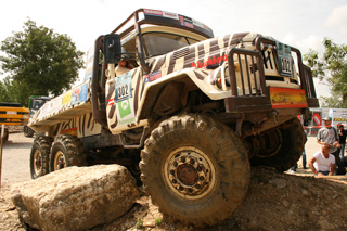 Muchos vehículos del trial de camiones son reliquias como este ZIL 6X6 de fabricación soviética.