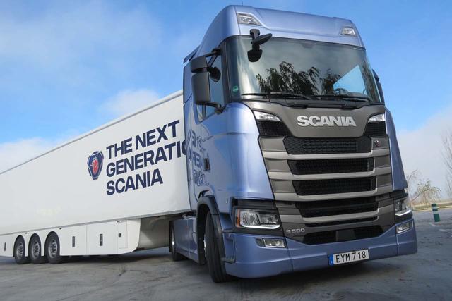 Probamos el Scania S 500 con su gran cabina de piso llano.