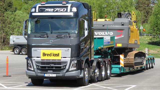 Al equipar la caja de cambios I-shift con reductoras ultracortas el Volvo FH16 750 puede manejar hasta 325 toneladas.
