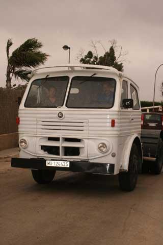 En su primera versión este camión tuvo 165CV, aunque después llegarían los motores turbo de 250CV.