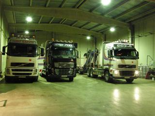 Antes de las 5 AM se ponen cada en día en marcha los motores de los Volvo madereros.