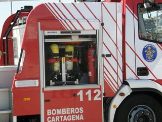El camión dispone de abundante espacio donde albergar todo el equipo necesario para los auxilios.