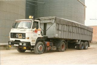 Los primeros camiones Renault españoles mantenían todas las características de los Dodge.
