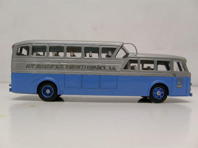 Este autocar de gran lujo existió en versiones 34 y 43 pasajeros.