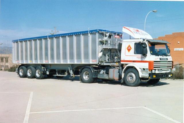 Con este SCania de 40 toneladas empezaron las rutas al otro lado de los Pirineos.