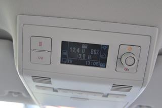 En el California los mandos de la climatización se sitúan en el techo.