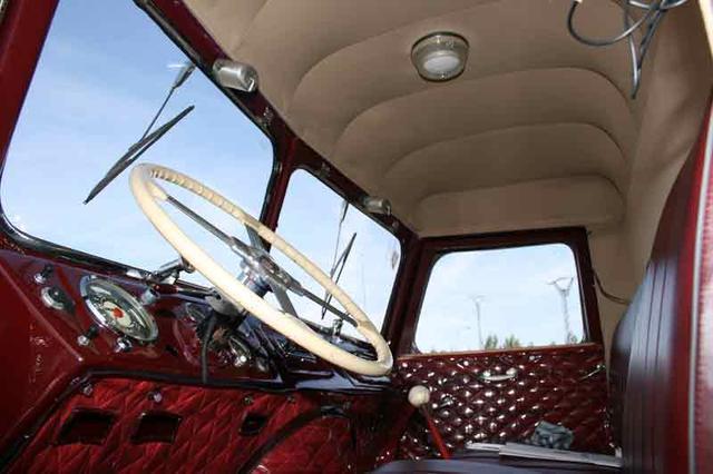 Las cabinas de morro contaban con un gran asiento corrido, que también se aprovechaba para dormir.