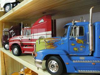 Desde la derecha: Freightliner, Ford Louisville y Kenworth K100.
