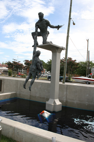 Monumento homenaje a los caídos en servicio en operaciones de rescate en carretera, Chattanooga, Tennesse.