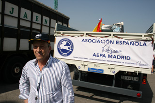 Los miembros de la asociación española Pegaso no pierden ocasión de lograr nuevos socios.
