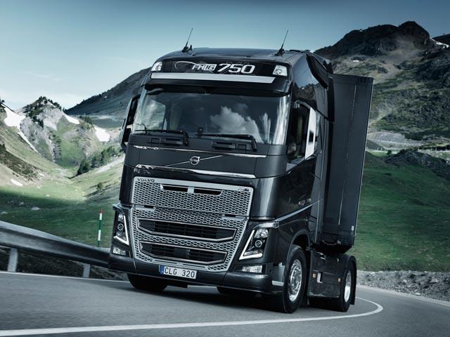 Los new FH16 idóneos para el largo recorrido disponen de potencias máximas entre 540 y 750 CV.