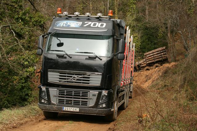 La conducción de un 57 toneladas por esta clase de rutas se salda con consumos superiores a los 50 litros a los 100.