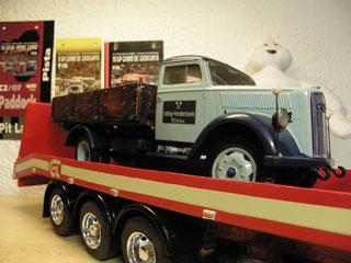 La carga es un estupendo Opel Blitz de los años 30.