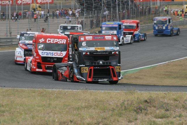 Antonio Albacete muestra un rendimiento muy similar al de los pilotos de Renault MKR.