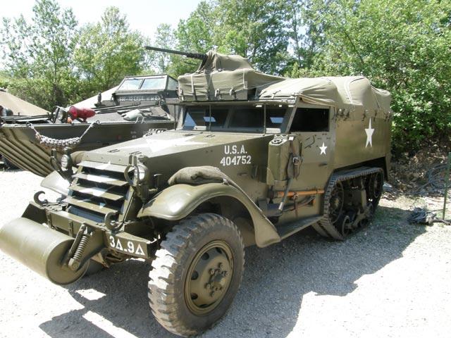 El Halftrack, semi oruga blindado basado en los camiones GMC 6X6, fabricado por White.