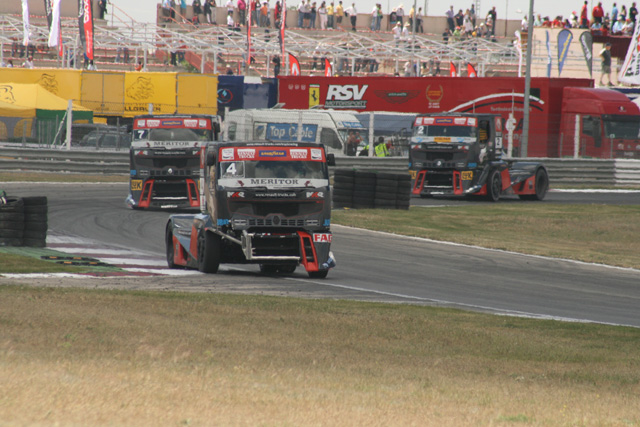 Esta temporada Renault amplía la presencia de sus Premium Corse en las pistas.