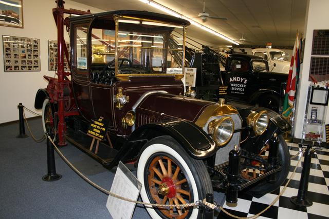 Este Locomobile transformado en grúa demuestra como era el auxilio en carretera en 1913.