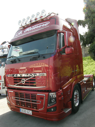 Elegancia de otro Volvo FH presente en Torrelavega.