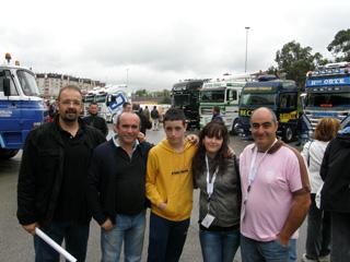 Los aficionados a los camiones clásicos que acudieron a Torrelavega disfrutaron a tope.