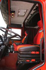 El interior de la cabina corresponde a una serie limitada creada para Ferrari.