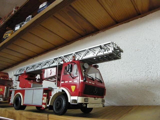Este Mercedes Benz de bomberos ha sido decorado con los colores de los Bombers de la Generalitat catalana.