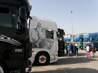 Con una mirada así se entiende que algunos se enamoren de su tractora Scania...