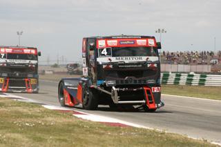 Markus Oestreich después de haberse quitado los rivales de encima y aumentado la ventilación de su Renault.