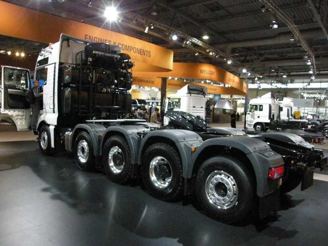 ¡La gran bestia! Una tractora MAN TGX con motor V8 de 680CV para más de 250 toneladas de arrastre.