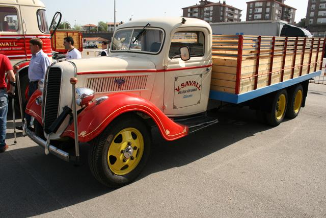 Una bestia de la carretera en 1934, el Ford V8 6X4 de la colección de los alicantinos Savall.