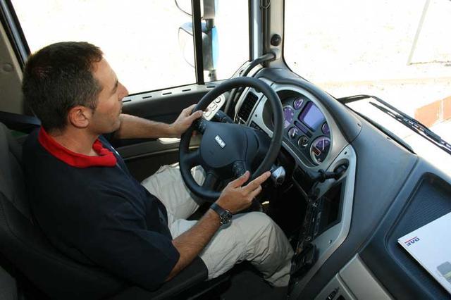 En este camión conducimos apoyados por un auténtico arsenal tecnológico que incrementa nuestra seguridad.