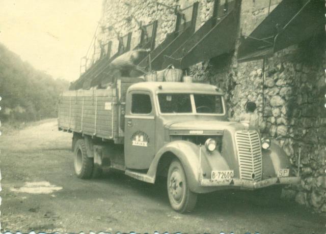 Esta camión Diamond trabajó cargando carbón desde las minas del prepirineo próximas a Berga, BArcelona.
