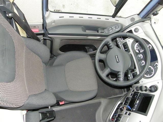 El puesto de conducción del DAF ATe se beneficia de nuevos asientos.
