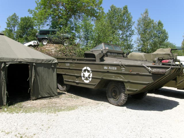 También existió una versón anfibia del popular camión GMC se llamó Dukw.