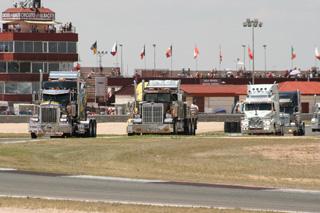 Los camiones americanos forman parte fundamental del espectáculo.