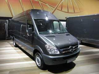 El Mercedes Benz Sprinter es toda una referencia entre los furgones de 3.500 kgs gran volumen.