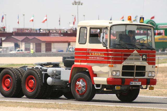 ¡Toda una rareza! De la colección Savall un estupendo Pegaso tractora de transportes especiales 6X4 de 352 CV.