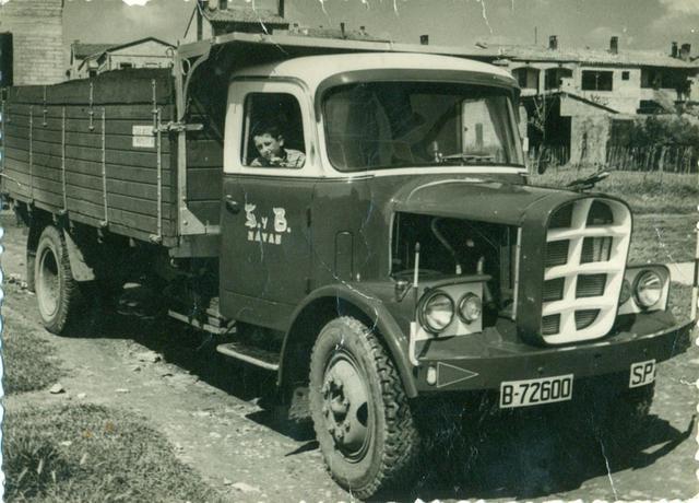 El mismo camión Diamond totalmente reformado con una nueva cabina hecha artesanalmente.