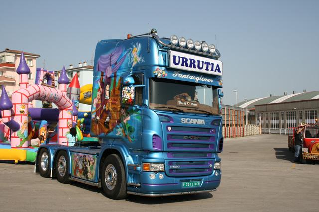 Esta tractora Scania Topline 6X2 decorada es una auténtica rareza en nuestro país.