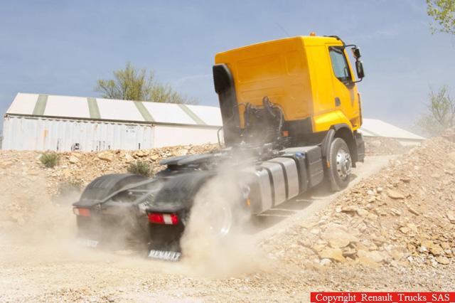 La ventaja del sistema Optitrack se aprecia en cuanto se complica el terreno y necesitamos tracción en las ruedas delanteras.