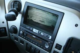 La pantalla integrada en el tablero nos da la panorámica del exterior que noa rodea.