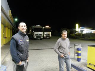 Iván y José García, otra familia de transportistas, ambos dedicados al transporte forestal con un Volvo FH 16.