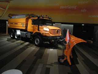 El camión todoterreno Mercedes Zetros se adapta a usos como el de quitanieves.