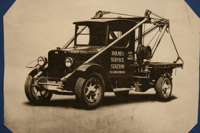 El servicio Holmes de grúas de rescate actualmente es todavía una fábrica dedicada en exclusiva a las grúas de rescate.