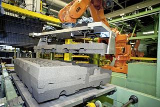 Fase robotizada en los moldes de fundición.