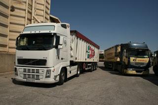 En esta ocasión los camiones de Cotraman descargaron cereal en la firma aragonesa Piensos Costa.
